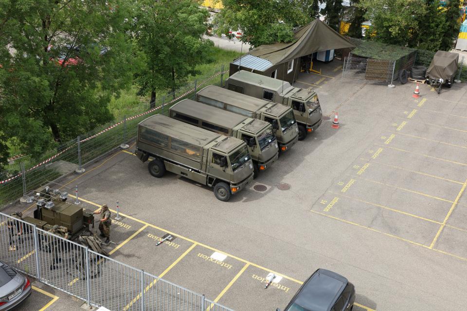 Schweizer Armee bewacht Interxion Rechenzentrum Glattbrugg
